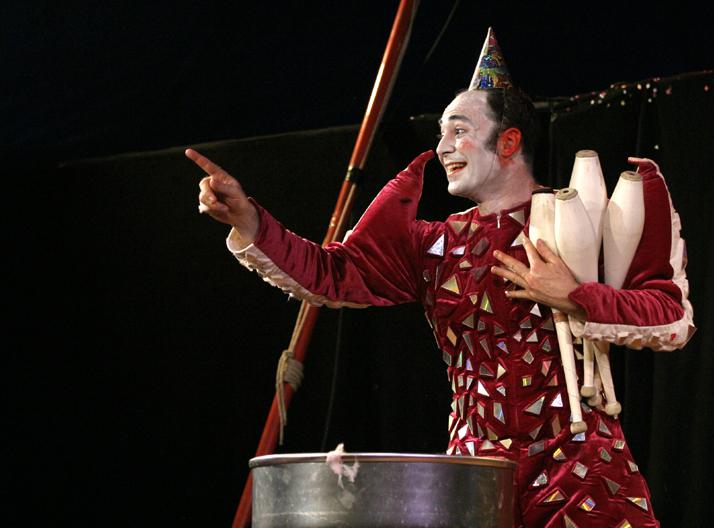 Spectacle de cirque en salle pour enfants