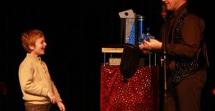 Magie, clown et scultpure de ballons : le meilleur pour l'Arbre de Noël